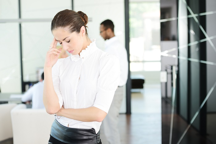 business-people-with-stress-and-worries-in-office_700 10 روش ساده اما موثر براي تخليه استرس